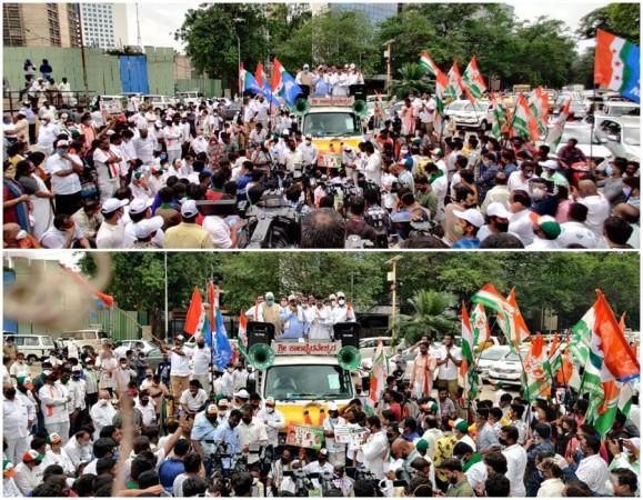 DK Shivakumar and Siddaramaiah at Congress' anti-fuel price hike protest in Karnataka