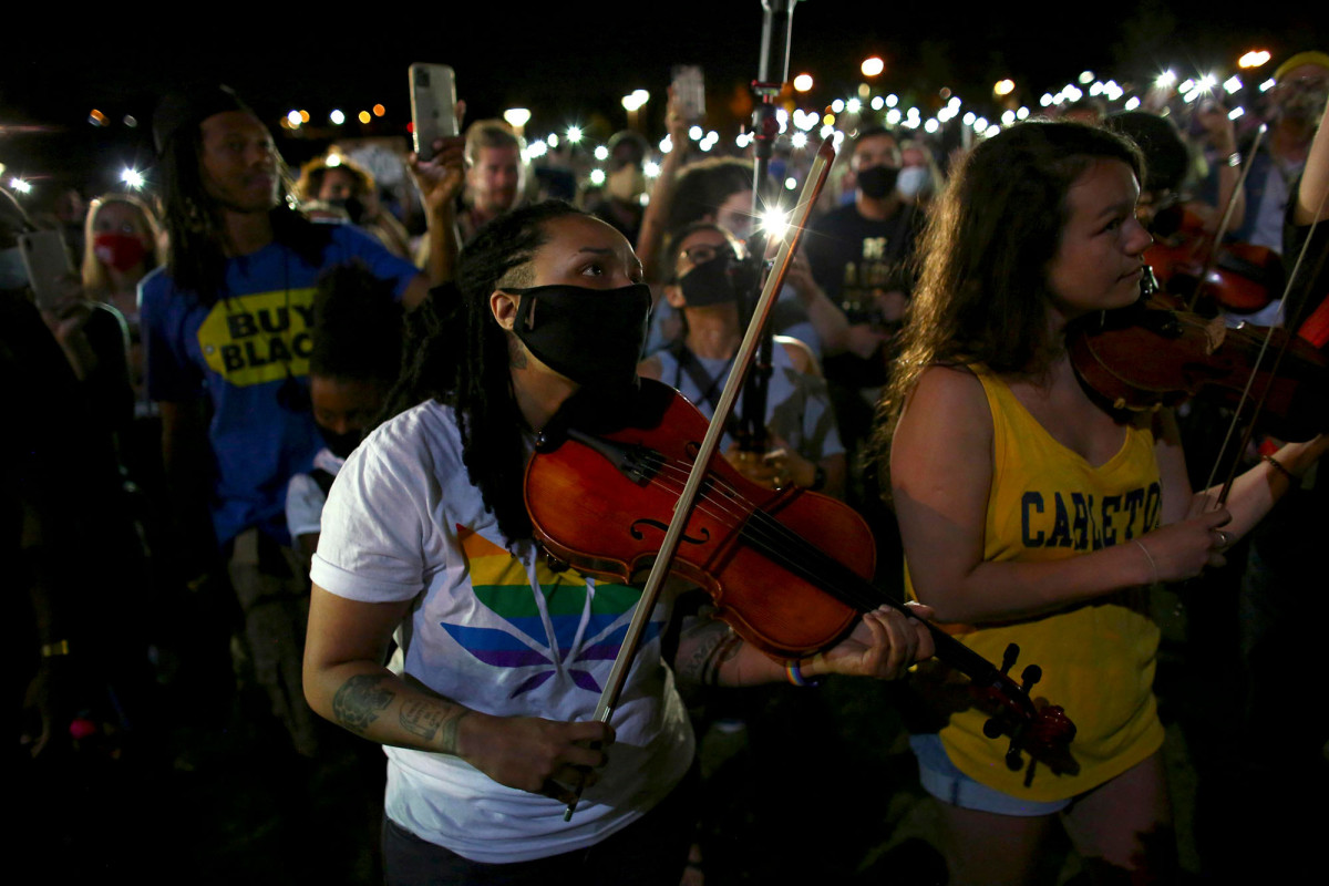 Cops use pepper spray to break up violin vigil for Elijah McClain