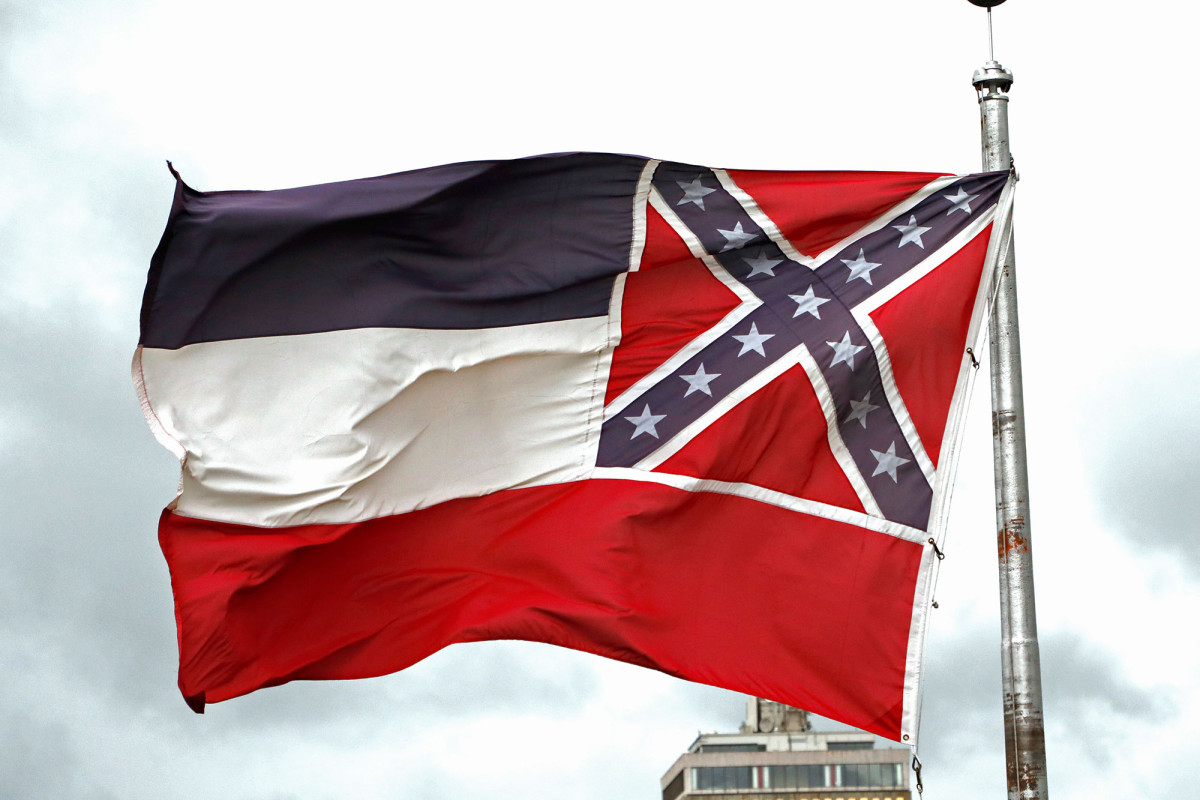 Mississippi pols vote to remove Confederate symbol from state flag