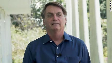 Brazilian press group will sue Bolsonaro for taking off his mask