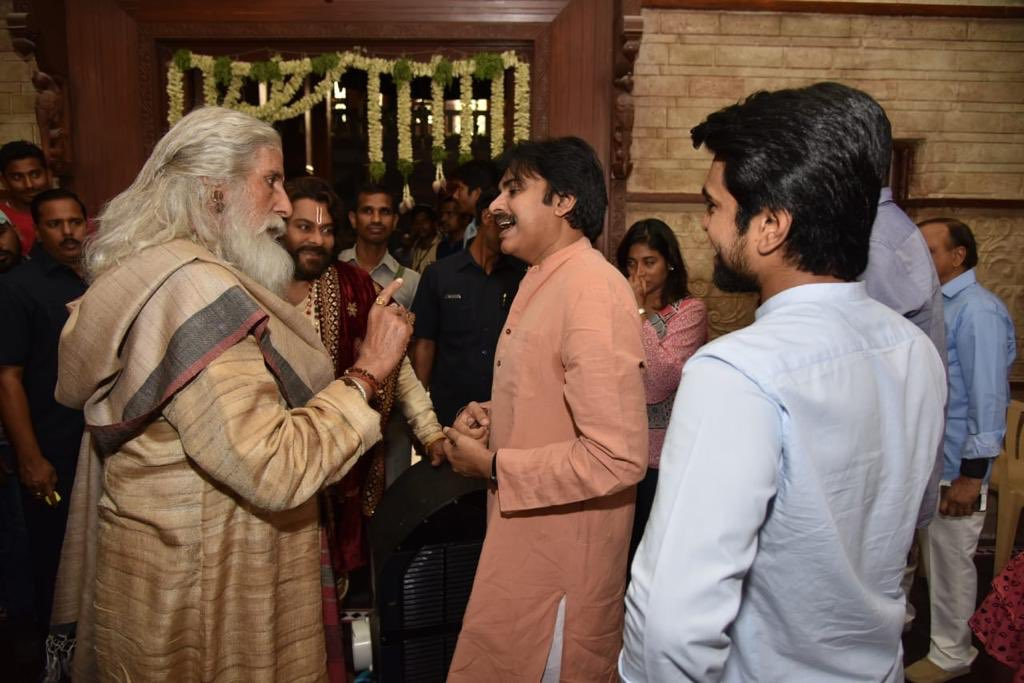 Pawan Kalyan with Amitabh Bachchan,  Chiranjeevi and Ram Charan on the sets of Sye Raa Narasimha Reddy