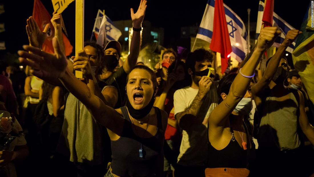 Israel coronavirus protests: Netanyahu served a 'final meal' by restauranteurs as chaos mounts