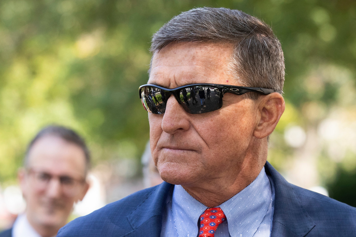 Court delays decision on dismissal of Michael Flynn charges