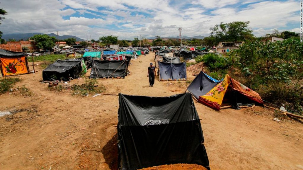 Covid-19 pressured Venezuelans to head house. But crossing the border isn't uncomplicated