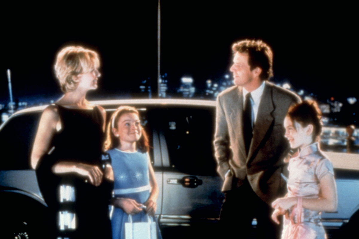 Lindsay Lohan gets emotional in 'Parent Trap' reunion