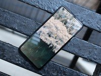 Keep your Google Pixel 4a display pristine with a screen protector!