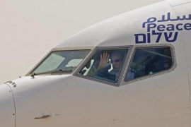 Israeli jet flies to U.A.E. for 1st direct commercial flight, using Saudi airspace