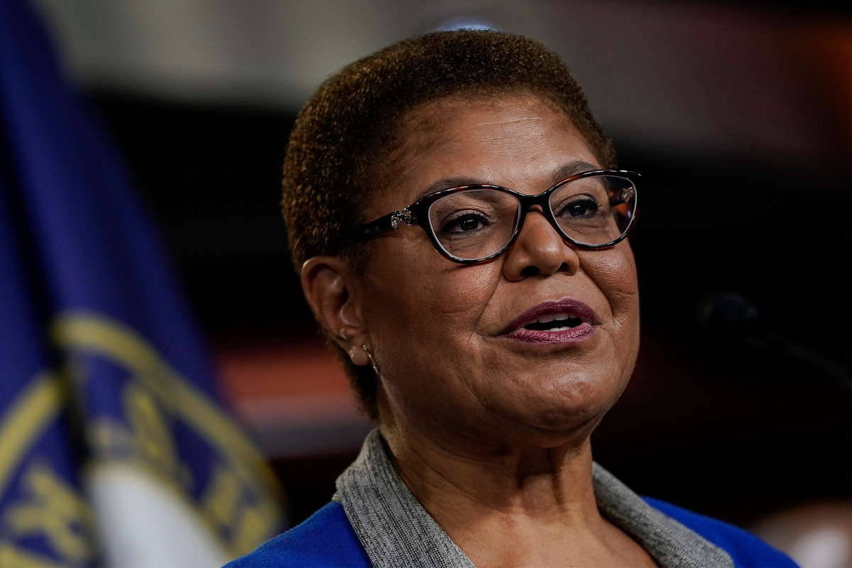 Karen Bass renounces her praise of Fidel Castro