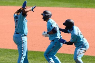Lourdes Gurriel Jr. chops Toronto Blue Jays to win over Philadelphia Phillies in Game 1