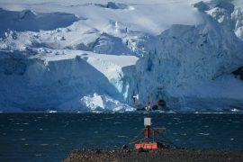 Deep channels link ocean to Antarctic glacier