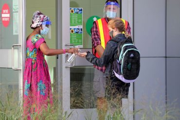 OTTAWA -  Teachers and students outside École Horizon-Jeunesse in Ottawa Thursday Sept 3, 2020. Thursday was the first day of school for elementary kids at the French Catholic school board.  Tony Caldwell