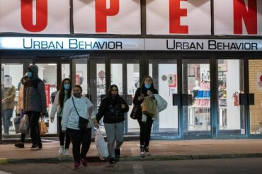 Shoppers flood malls as Toronto lockdown looms
