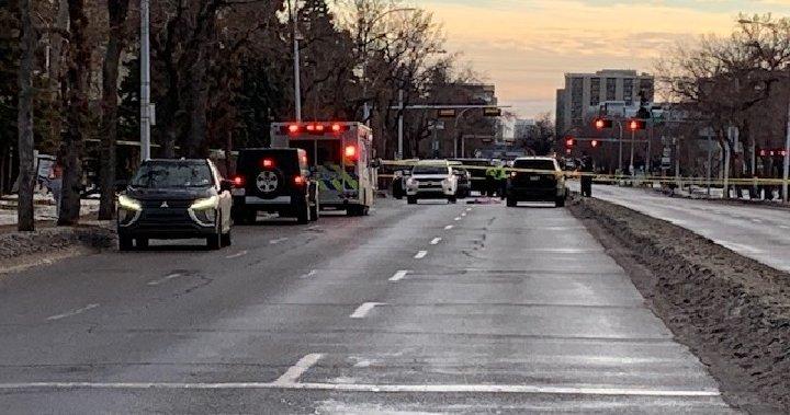 Homicide detectives investigating after man found dead in central Edmonton intersection - Edmonton