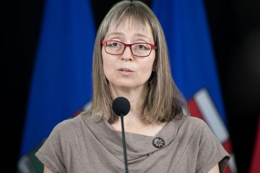 Hinshaw pleads for Christmas sacrifice from Albertans amid pandemic