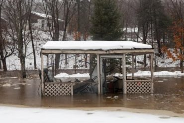 Rising river levels on Christmas Day force hundreds near Quebec City to leave homes
