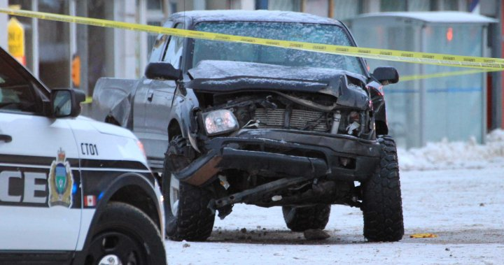 Winnipeg's Portage Ave. shut down after vehicles collide overnight - Winnipeg
