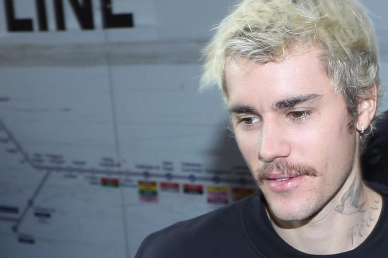 Justin Bieber wants to top Christmas charts with this song