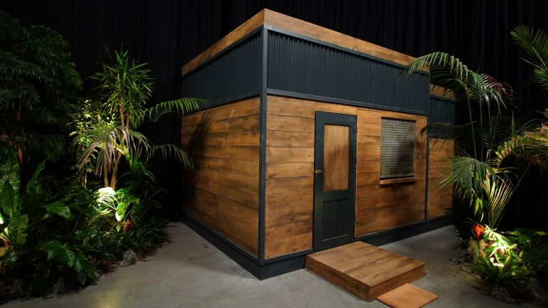 Soccer goal shape: Jungle show stars live in a confined space