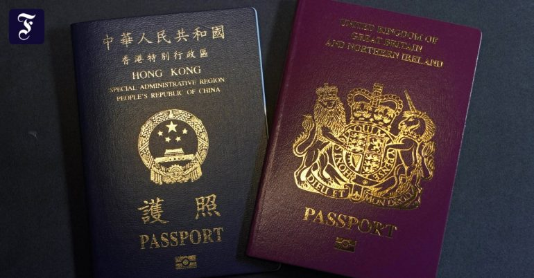 China criticized Hong Kong's immigration program