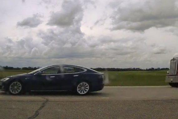 Canada: Tesla driver slept in car - 150 km / h