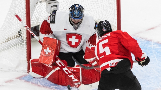 """Canada's Alex Newhook """"probably 50-50"""" to play vs. Czech Republic in World Junior quarters"""