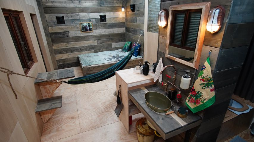 """Tiny House B """"I'm a Star - The Great Jungle Show"""" From inside"""