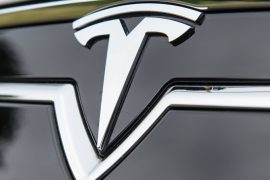 Tesla stops on freeway in Canada