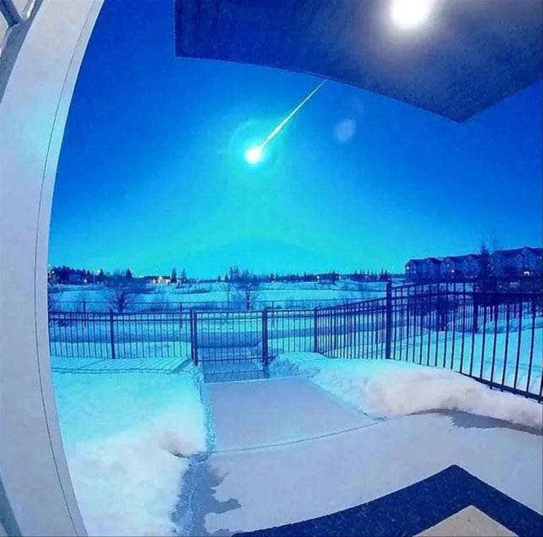 Natural spectacle for a meteor - the sky above Canada appears blue