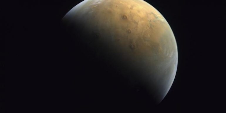 Emirati space probe sends first image of Mars
