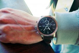 Facebook plans its smartwatch without cell phone coupling