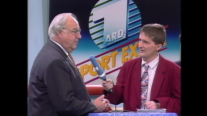 Reporter Ludwig Evertz interviewed Chancellor Helmut Kohl at the Bremen horse show in 1994.