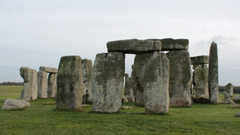 Science: Stonehenge more and more puzzling - new discoveries