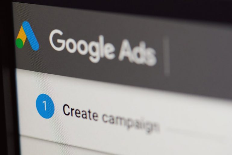 Google does this without personal tracking, depending on group advertising