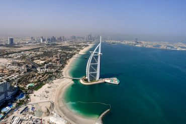 BILD columnist Alexander von Schoenberg - This is the Dubai trick - people