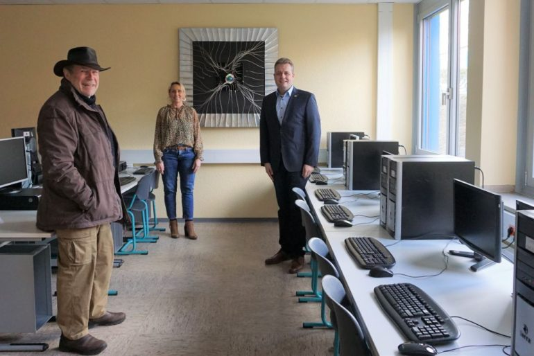 Artwork by local artist Rainer Kaura enriches PC Room in Secondary School plus Renrod