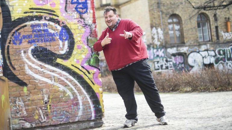 Canadian comedians target German problem-solving strategies