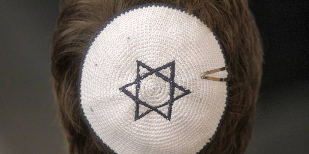 A man with Kipah on which a star of David is sewn.  Online forum