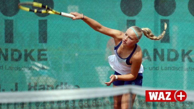 Mihaela Bujarnescu reaches round two in Mexico