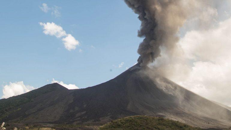 Pacaya: Guatemala volcanic mud and ash