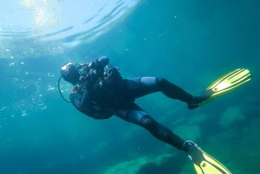 Rare diving in Canada: Duo takes smartphone from sea - what they discover then leaves them speechless