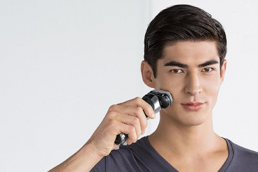 wet or dry?  Electric shaver turns 90
