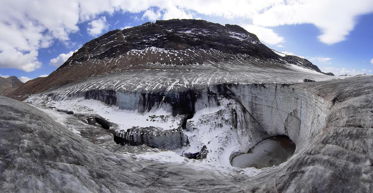 Climate change is leading to attacks on glaciers - such as the Plain Morte Glacier near Lenk in the cantonment of Bern.