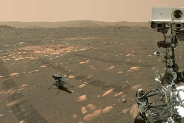 Mars rover sends a selfie to Earth - he is not alone in the photo
