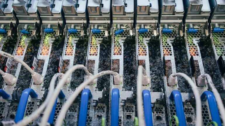 Two-stage cooling: Microsoft submerges cloud servers in liquid