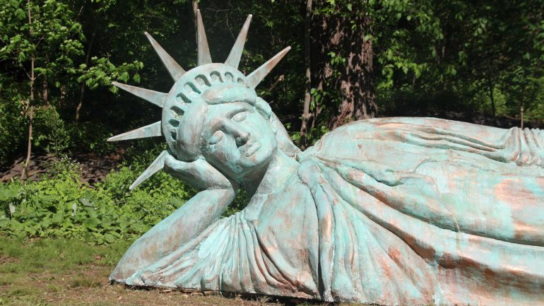 New York has the second edition of the Statue of Liberty - Easy Edition