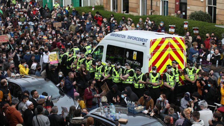 """Glasgow: Spontaneous opposition - """"leave our neighbors alone"""""""