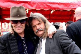 From drummer to drummer: Leslie Mandoki congratulates Udo Lindenberg