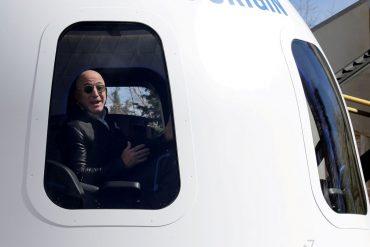 Blue Origin announces first manned flight