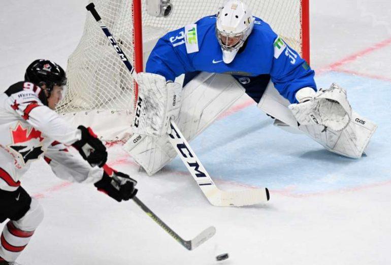 Cole Perfetti (links) erzielte das entscheidende 3:2 für Kanada im Spiel gegen Kasachstan.  (Foto: dpa/picture alliance/Sputnik)