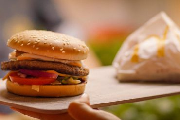 McDonald's with new burger packaging - raps also affected